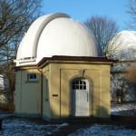 Äquatorial (Vordergrund) und Oskar-Lühning-Teleskop