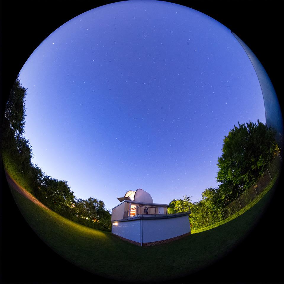 """Die """"Sternwarte Braunschweig-Hondelage"""" unter dem Sternenhimmel Foto: Michael Schomann"""