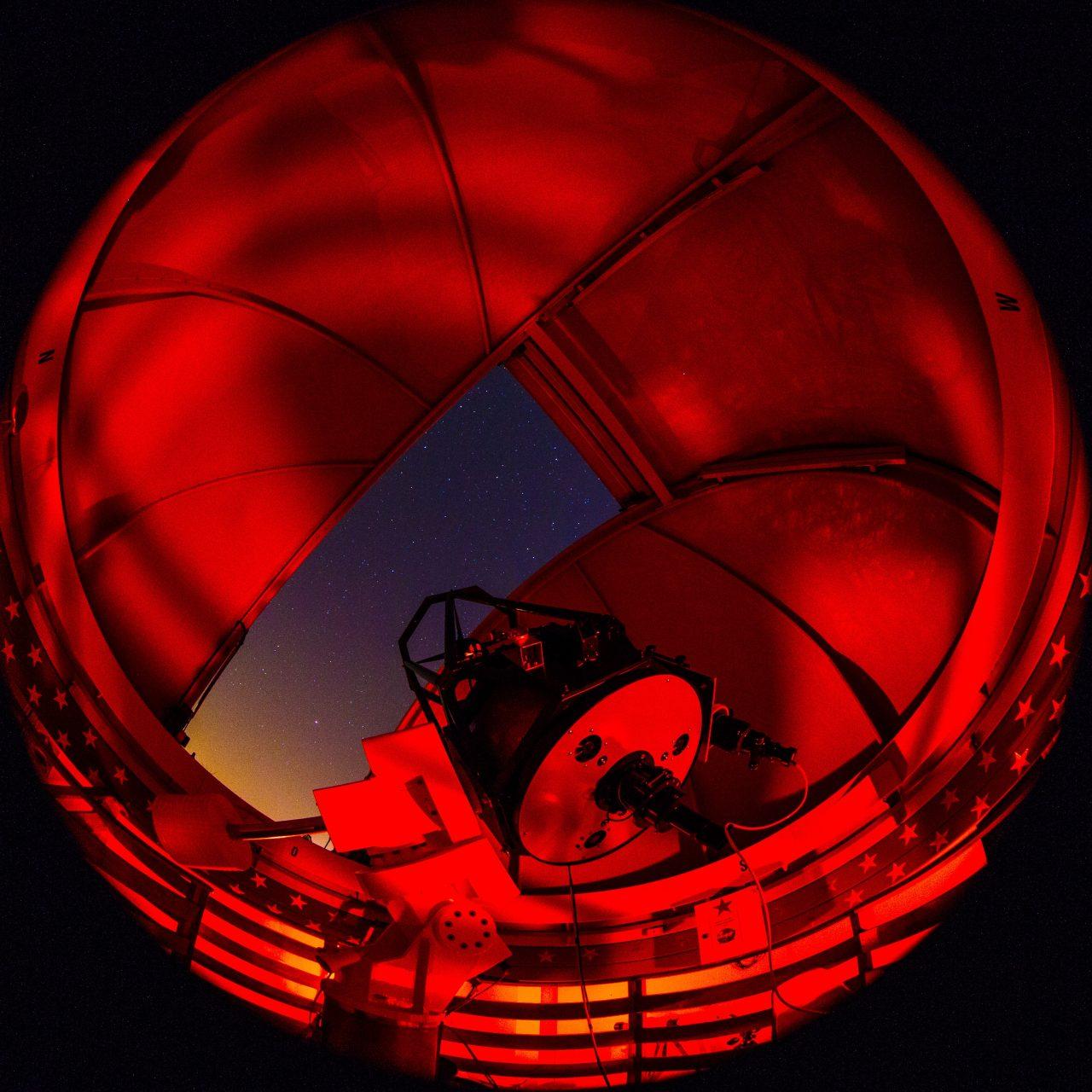 Allsky Foto nachts unter der Kuppel der Sternwarte Braunschweig-Hondelage: Foto Michael Schomann