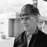 Max Koch kontrolliert die Sternwarte